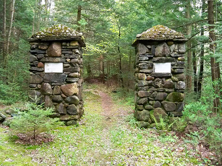 Dartmouth Trail entrance: Good Will-Hinckley